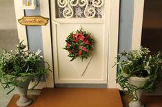 Myös talvella on mukavaa, että on jonkilaisia kasveja oven suussa. Tämä ruukku syntyi ketsuppipullon korkista.         Materiaalit ruukku...