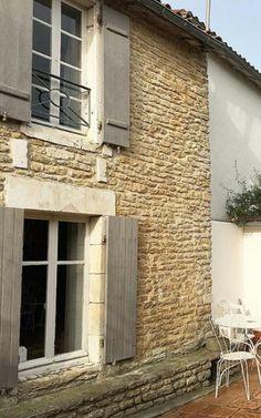 Volets gris avec menuiseries blanches facade pinterest - Volet bois couleur taupe ...