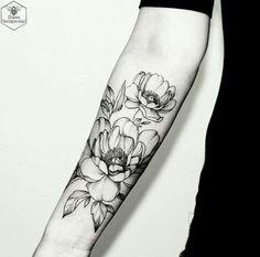 Flores: linda tatuagem assombreada. Para quem tem a pele bem clarinha, fica incrível!
