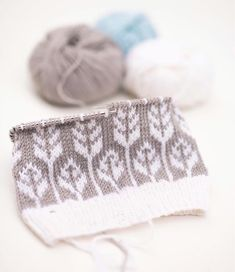 This Pin was discovered by Tii Knitting Ideas, Knitting Designs, Knitting Patterns, Mosaics, Charts, Knit Crochet, Coin Purse, Texture, Floral