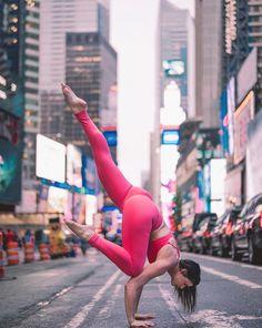 Holly Bentley looks incredible in the #AloYoga High Waist Airbrush Legging #yoga #inspiration #acroyoga