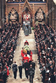 "06/09/97 "" DIANA PRINCESS OF WALES FUNERAL "" DIANA'S COFFIN IS CARRIED INSIDE WESTMINSTER ABBEY FOLLOWED BY PRINCE PHILIP , PRINCE WILLIAM , EARL OF SPENCER , PRINCE HENRY AND PRINCE CHARLES INSIDE WESTMINSTER ABBEY IN LONDON"