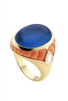 Bvlgari sapphire cabochon, carved coral, diamond and gold ring High Jewelry, I Love Jewelry, Jewelry Box, Jewelry Rings, Vintage Jewelry, Jewelry Design, Jewelry Accessories, Bvlgari Ring, Bulgari Jewelry