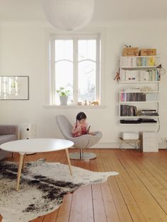 light living room, white round table, string shelves | by Rum och Rabalder
