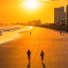 Beach Vibes, Summer Vibes, Summer Aesthetic, Travel Aesthetic, Beach Club, Aesthetic Backgrounds, Aesthetic Wallpapers, Beach Bodys, K Wallpaper