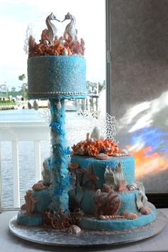Kissing Seahorses wedding cake topper is a good idea for Ocean Theme wedding cake