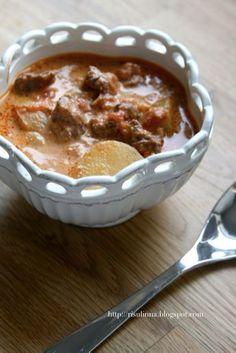 Mausteinen Manteli: Tomaattinen lihapata hauduttaen (gulassityyppinen)... Pudding, Desserts, Food, Tailgate Desserts, Deserts, Custard Pudding, Essen, Puddings, Postres