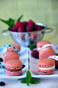 Raspberries Macarons with Dark Chocolate Buttercream and Vanilla Bean ...