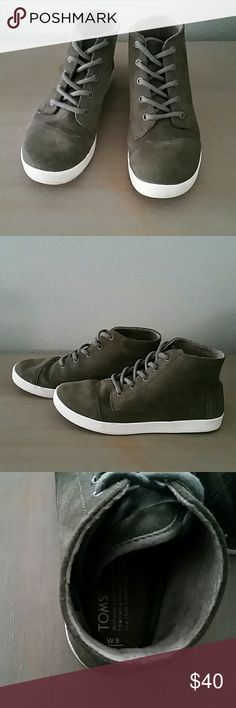 Toms paseo hi tops Women's Toms paseo high tops in excellent condition | olive green | 8 | TOMS Shoes Sneakers
