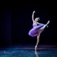 Svetlana Zakharova in Le Corsaire pas de deux. Music by Adolphe Adam, choreography by Marius Petipa. Les Etoiles Gala. Photography: Jack Devant