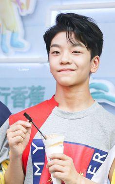 Kpop, Asian Boy Band, I Still Love Him, Hip Hop, Chinese Boy, Young Boys, Classroom Activities, Asian Boys, Boyfriend Material