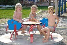 Volete passare una meravigliosa vacanza in famiglia? Allora Holiday Park Spiaggia e Mare è la soluzione giusta per voi! Il baby-club organizza molte attività fra cui corsi di canoa, calcio, baby-dance e giochi nella piscina per bambini. A disposizione dei genitori, oltre al servizio di baby-club, una equipe di animatori molto preparati che mettono in scena indimenticabili spettacoli notturni e organizzano tutta la giornata degli ospiti con divertentissimi intrattenimenti. Vi aspettiamo!