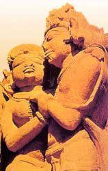 """""""En la mitología hinduista, la perfección divina reside en la unidad. La separación existente en la naturaleza entre masculino y femenino -hombre y mujer- crea tensión y provoca el deseo de la unión, la necesidad de crear a imagen de los dioses. Una vez realizada esa unión de los complementarios, empieza a emanar la serenidad."""""""