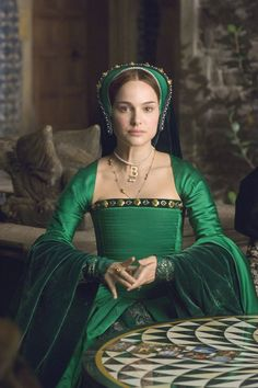 """Greensleeves"" (song with lyrics rumored to be written by King Henry VIII for about Anne Boleyn) - Natalie Portman as Anne in ""The Other Boleyn Girl"" This was probably why she wore so much green in the film. Tudor Costumes, Period Costumes, Movie Costumes, Theatre Costumes, Girl Costumes, Anne Boleyn, Natalie Portman, Elizabeth I, Dinastia Tudor"