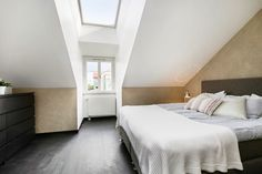 Wouldn't you love looking out of that skylight morning, noon and night? Gorgeous top floor apartment found on a Swedish estate agent's website, Berggren Hörle Fastighetsmäklare AB.