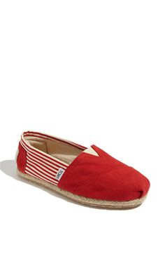 I have a fear of commitment when it comes to buying TOMS because they're so dern'd expensive... but I think... *sigh* these could be the ones.