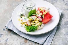 Juustosalaatti on ruokaisa, mutta kevyt kesälounas. Kauden tuoreet kasvikset ovat parhaimmillaan ja maistuvat herkullisilta. http://www.valio.fi/reseptit/lappi-juustosalaatti/