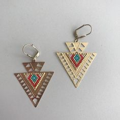 Items similar to BERTILLE ∎ Boucles d'oreilles - Style amérindien on Etsy Diy Jewelry, Beaded Jewelry, Women Jewelry, Unique Jewelry, Bead Embroidery Jewelry, Beaded Embroidery, Small Earrings, Beaded Earrings, Bijoux Diy