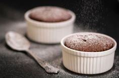 Dieser Blitzkuchen wird in der Mikrowelle gebacken und ist das perfekte Dessert für einen stressigen Abend. Der weiche Kern zergeht auf der Zunge und sorgt für ein...
