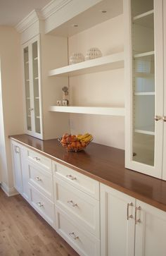 kitchen spaces, dining room built in