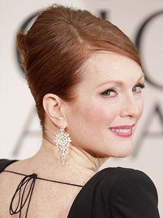 2013 Golden Globes: Julianne Moore wears Bulgari diamond chandelier earrings