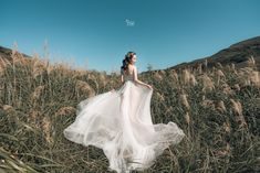 Pre Wedding Shoot Ideas, Wedding Inspiration, Couple Posing, Wedding Photoshoot, Photo Studio, Wedding Pictures, Got Married, Rustic Wedding, Prewedding Photo