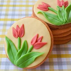 Celebrate Spring with these little tulip sugar cookies. Tutorial included!