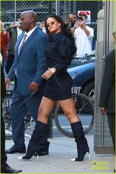 Rihanna Street Style, Bad Gal, Candid, Black Women, Cute Outfits, Inspire, Glamour, Magic, Poses