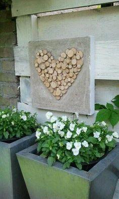 Creative with birch tree discs. Cement Art, Concrete Crafts, Concrete Art, Concrete Planters, Wood Mosaic, Creation Deco, Garden Inspiration, Garden Art, Flower Pots