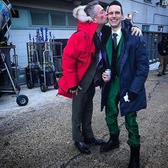 On opposites sides of the law // still have time for a smooch. : @seanpertwee #Gotham #BehindTheScenes #SetLifegothamonfox