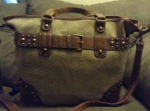 .@VickiBatman - : #handbag Monday welcomes Isla Grey & Asylum Harbor...