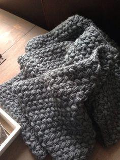 Crochet Scarves, Crochet Shawl, Diy Crochet Stitches, Chrochet, Merino Wool Blanket, Zig Zag, Knitting, Blog, Crafts