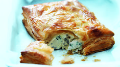 You can't go past this old favourite - the classic chicken pie! Savory Pastry, Savoury Baking, Savoury Tarts, Chef Recipes, Cooking Recipes, Puff Pastry Chicken, Donna Hay Recipes, Sbs Food, Cooking For Beginners