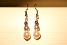 Boucles d'oreilles perles blanches et grises / white and grey pearl earings