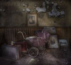 Inside an old abandoned house ! Abandoned Buildings, Abandoned Property, Old Abandoned Houses, Abandoned Castles, Abandoned Mansions, Old Buildings, Abandoned Places, Old Houses, Mansion Homes