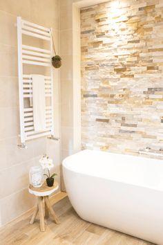 Tiny House Bathroom, Bathroom Renos, Bathroom Layout, Bathrooms, Bad Wand, Construction, Clawfoot Bathtub, Decoration, Master Bath