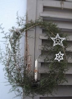 Love the simplicity of this wreath.