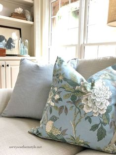 french home decor Savvy Southern Style : French Country Fridays Home Decor Styles, Farmhouse Decor, Country Decor, French Country Living Room, Country Bedroom, Pillows, Bedroom Decor, Country Style Homes, Country House Decor
