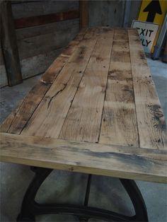 http://www.ducotedu-design.com/tres-grande-table-industrielle-plateau-chene-massif-3-pieds-fonte.htm
