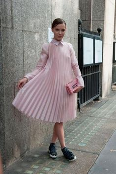 Impeccable Street Style From London Fashion Week Street Style Chic, Cool Street Fashion, Street Style Looks, London Fashion Weeks, Looks Style, My Style, Style Star, See Through Dress, Style Casual