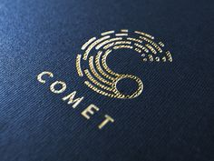 Simple and well balanced logo for comet.