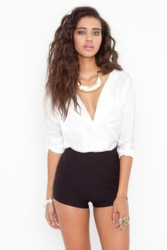 flatters the waist, adorable overall outfit, wish there was some mesh across the deep V
