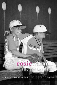 Great photo ideas for baseball season! Sports Team Photography, Baseball Photography, Baseball Uniforms, Baseball Boys, Softball, Baseball Cards, Baseball Pictures, Sports Pictures, Team Photos