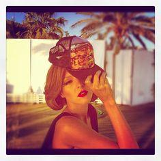 Ταμτα Yoga Pants, My Love, Hats, Singers, Photography, Outfits, Fashion, Moda, Photograph