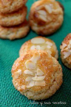 Hoy os traigo unas deliciosas pastas de almendra, que solo llevan 3 ingredientes: almendra, azúcar y yema de huevo...una receta ..