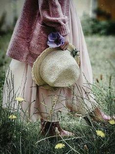 Heather Hills, Boho Fashion, Fashion Beauty, Flower Fashion, Raindrops And Roses, Moda Boho, Pretty In Pink, Winter Hats, Instagram