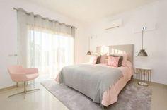 homify / Simple Taste Interiors: Private Interior Design Project - Vilamoura: Quarto Moderno por Simple Taste Interiors