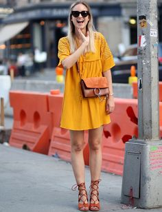 Ocre + fauve = le bon mix de coloris (robe Zara, sac et sandales Chloé - blog The Fashion Guitar)