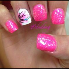 Semi-permanent varnish, false nails, patches: which manicure to choose? - My Nails Hot Nails, Pink Nails, Glitter Nails, Hair And Nails, Sparkly Nails, Bright Nails, Pink Sparkly, Pink Glitter, Gorgeous Nails