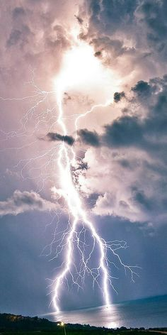 This sky has the capability of great harm. However, it's such a site people get tend to forget it's dark side. Lightning Photos, Ride The Lightning, Thunder And Lightning, Lightning Strikes, Lightning Storms, Lightning Photography, Nature Photography, Photography Tips, Portrait Photography